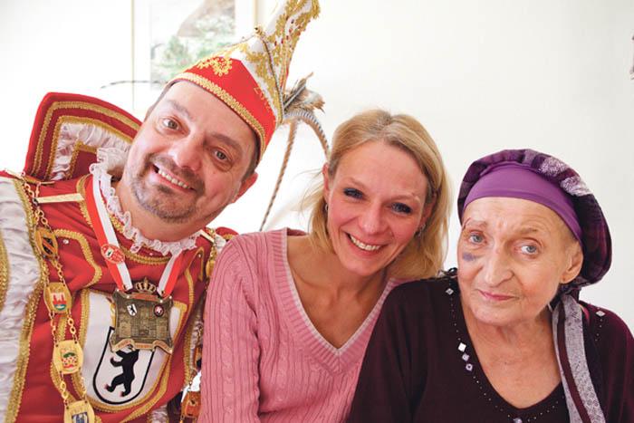 Karnevalsprinz Frank I. mit Ehefrau und Schwiegermutter Jutta Kunz