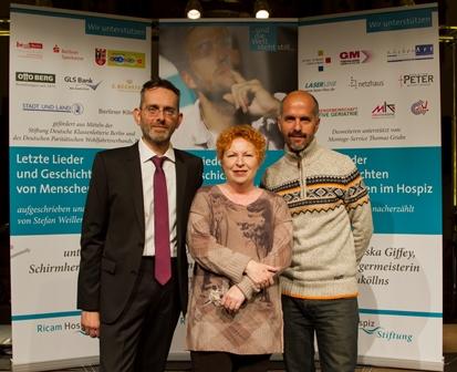 Der Projektinitiator und Regisseur Stefan Weiler mit der Schauspielerin Hansi Jochmann und dem Schauspieler Christoph Maria Herbst - Foto: (C) Philip Kirste
