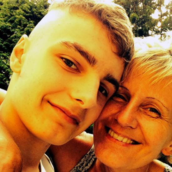 Tobias mit seiner an Brustkrebs erkrankten Mutter Ruth