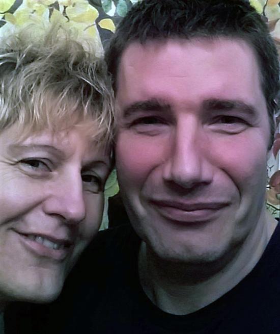 Die an Brustkrebs erkrankte Ruth mit ihrem Mann Ingo