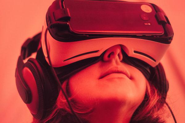 Virtual Reality im Hospiz Photo by Samuel Zeller on Unsplash